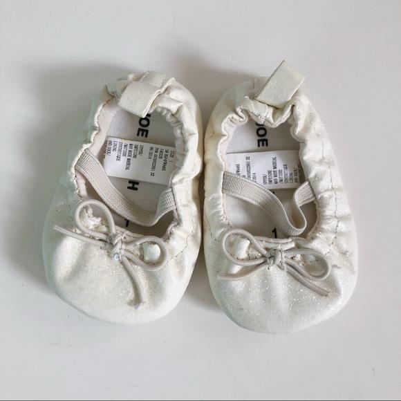 10/$30 JOE FRESH sz1 White Shimmer Baby Mary Janes